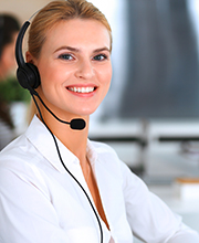 Frau mit Headset, Foto: Iryna Rahalskaya/Shutterstock.com